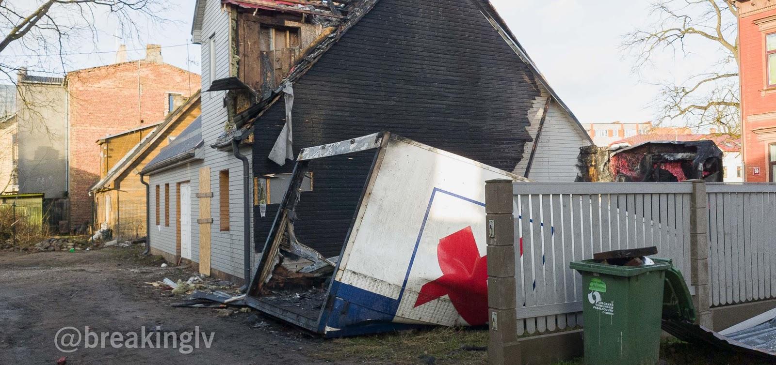 Dzīvojamās koka mājas bojājumi no ugunsgrēka