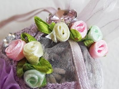 https://www.alittlemarket.com/accessoires-de-maison/fr_sachet_de_lavande_bio_comme_dans_un_jardin_romantique_fleurs_et_strass_parme_rose_et_vert_-18204527.html