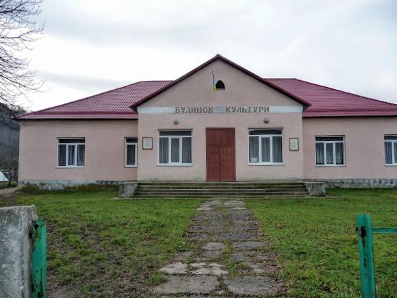 Гірські села Закарпаття: Плоске. Будинок культури