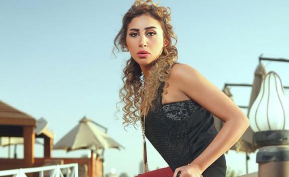 بالصور.. «دينا الشربيني» ترتدي أجرأ فستان في مهرجان القاهرة السينمائي  !