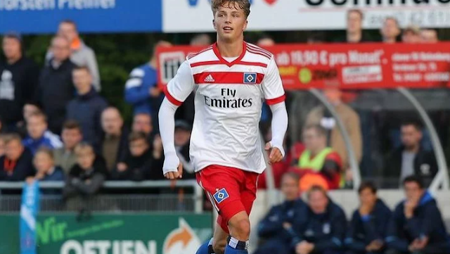 Striker Muda Hamburg Torehkan Sejarah Baru