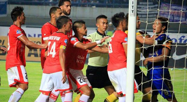 Kembali Ricuh Sepak Bola Indonesia Persib VS Persija