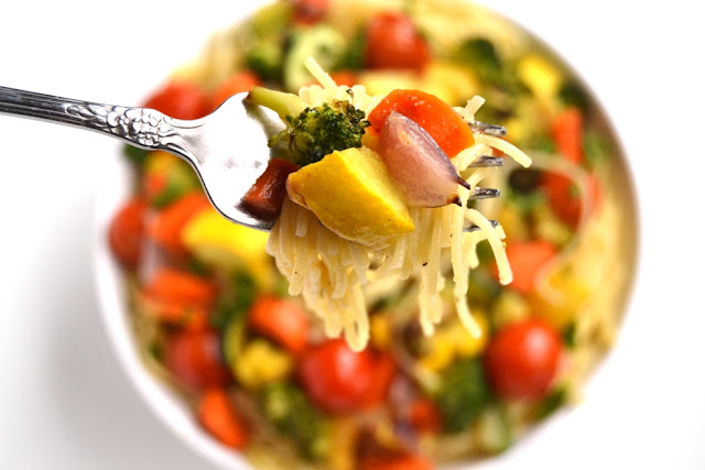 Lemon Garlic Roasted Vegetable Pasta is a light and flavorful dish packed with your favorite roasted vegetables that is perfect for any dinner party! www.nutritionistreviews.com