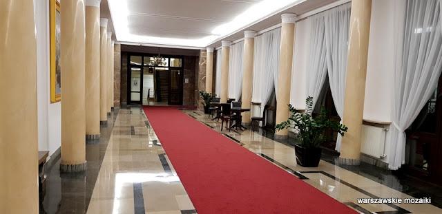 Warszawa Warsaw Świętokrzyska warszawska architektura gmach ministerialny lata 50 wykończenie wnętrz
