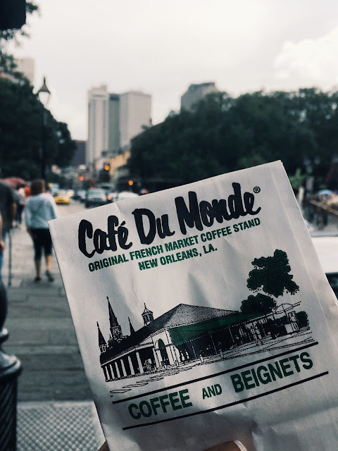 cafe du monde, new orleans, french quarter, beignets, lauren banawa