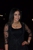 Sakshi Agarwal looks stunning in all black gown at 64th Jio Filmfare Awards South ~  Exclusive 097.JPG
