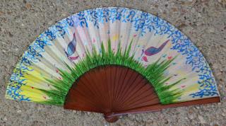 Complementos y accesorios artesanales pintados a mano, abanicos, paraguas, y mucho mas.