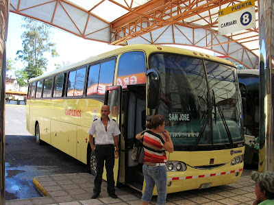 Autobús Transportes Empresarios Guapileños, San José, Tortuguero, Costa Rica, vuelta al mundo, round the world, La vuelta al mundo de Asun y Ricardo, mundoporlibre.com