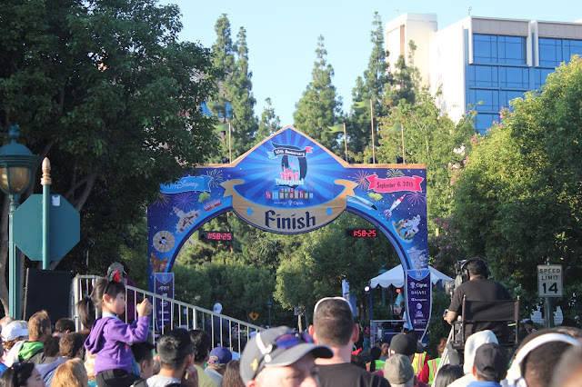 DisneylandHalfFinishLine