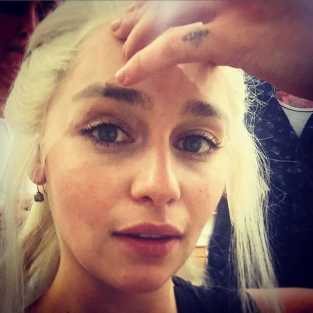 Game of Thrones: Emilia Clarke take a picture behind the scenes of season 6