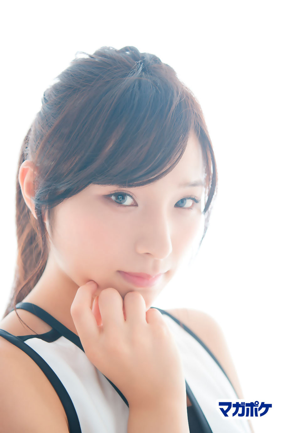 Hidaritomo Ayaka 左伴彩佳, AKB48 Team8 x Weekly Maga Cover Competition