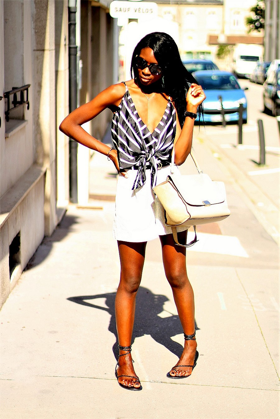 inspiration-look-ete-short-body-rayures-missguided-sandales-nouer