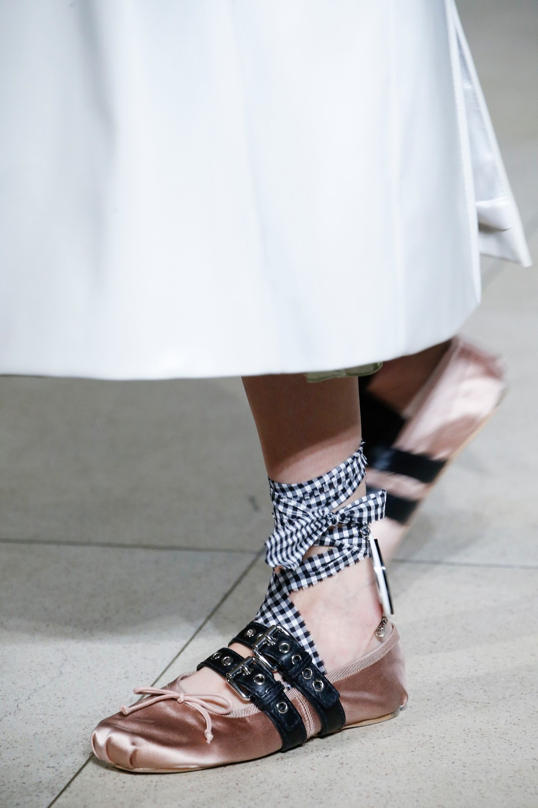 fashion inspiration shoe trend spring 2016 miu miu buckle embellished leather ballerinas. Black Bedroom Furniture Sets. Home Design Ideas