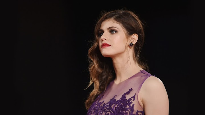 Alexandra Daddario 2017  HD Wallpaper