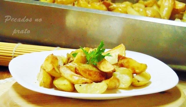 Batatas malandras assadas com pele