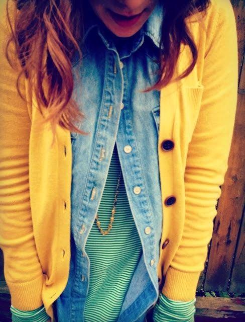 Camisola algodão verde, camisa de ganga e cardigan amarelo