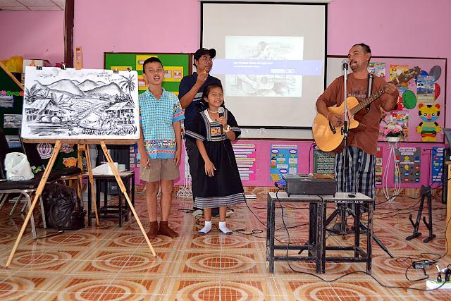 ราชบุรี ข่าว - ครูอ้อ  จิตอาสาสอนศิลปะพร้อมกับเสียงเพลงตามโรงเรียน