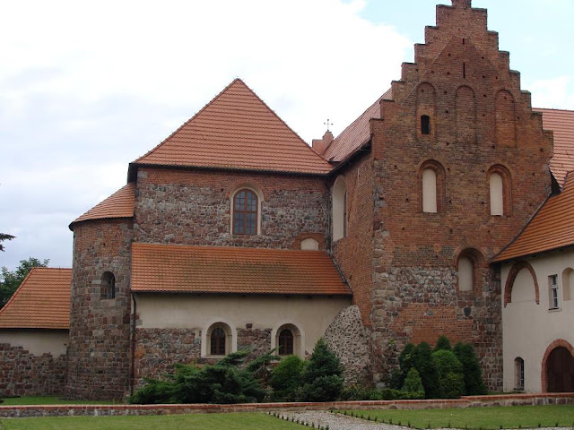 Romański kościół pod wezwaniem Św. Trójcy i Najświętszej Marii Panny w Strzelnie