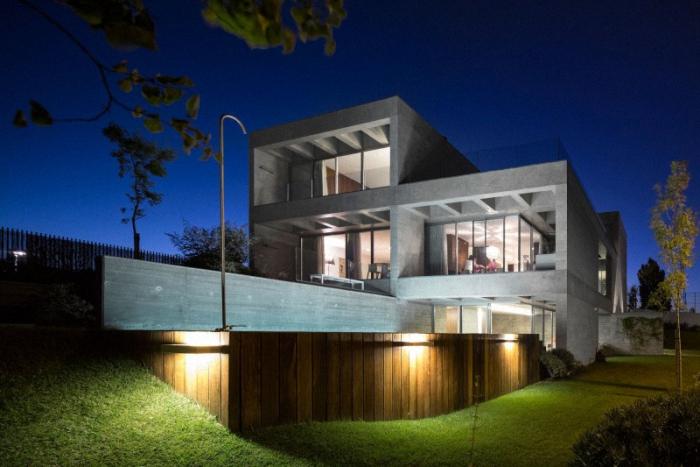 Hogares frescos moderna casa de concreto por gon alo for Casa moderna hormigon