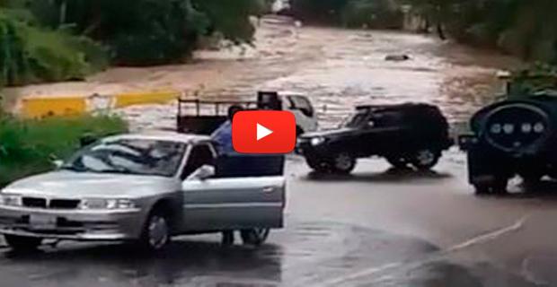 Caen tres gotas de agua y Caracas queda completamente inundada por la falta de mantenimiento