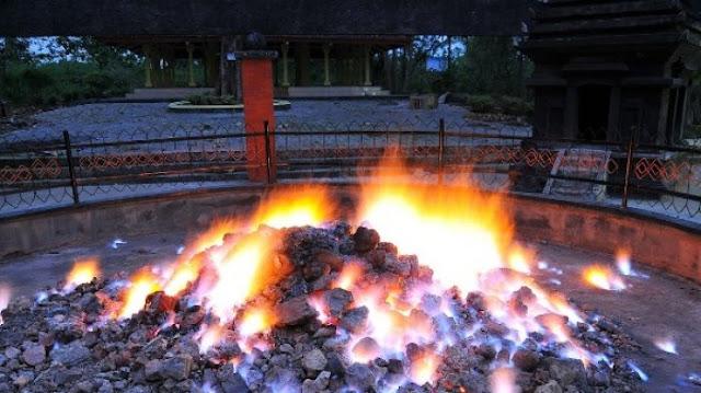 Tempat Bakar Umbi-umbian Wisata api tak kunjung padam Pamekasan