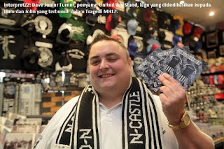 Dave Junior Turner pencipta lagu United We Stand yang didedikasikan kepada peminat Newcastle yang terbunuh dalam Tragedi MH17.