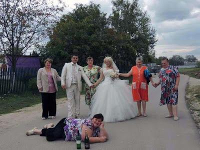 Lustige Hochzeitsbilder - Schwiegermutter lachen