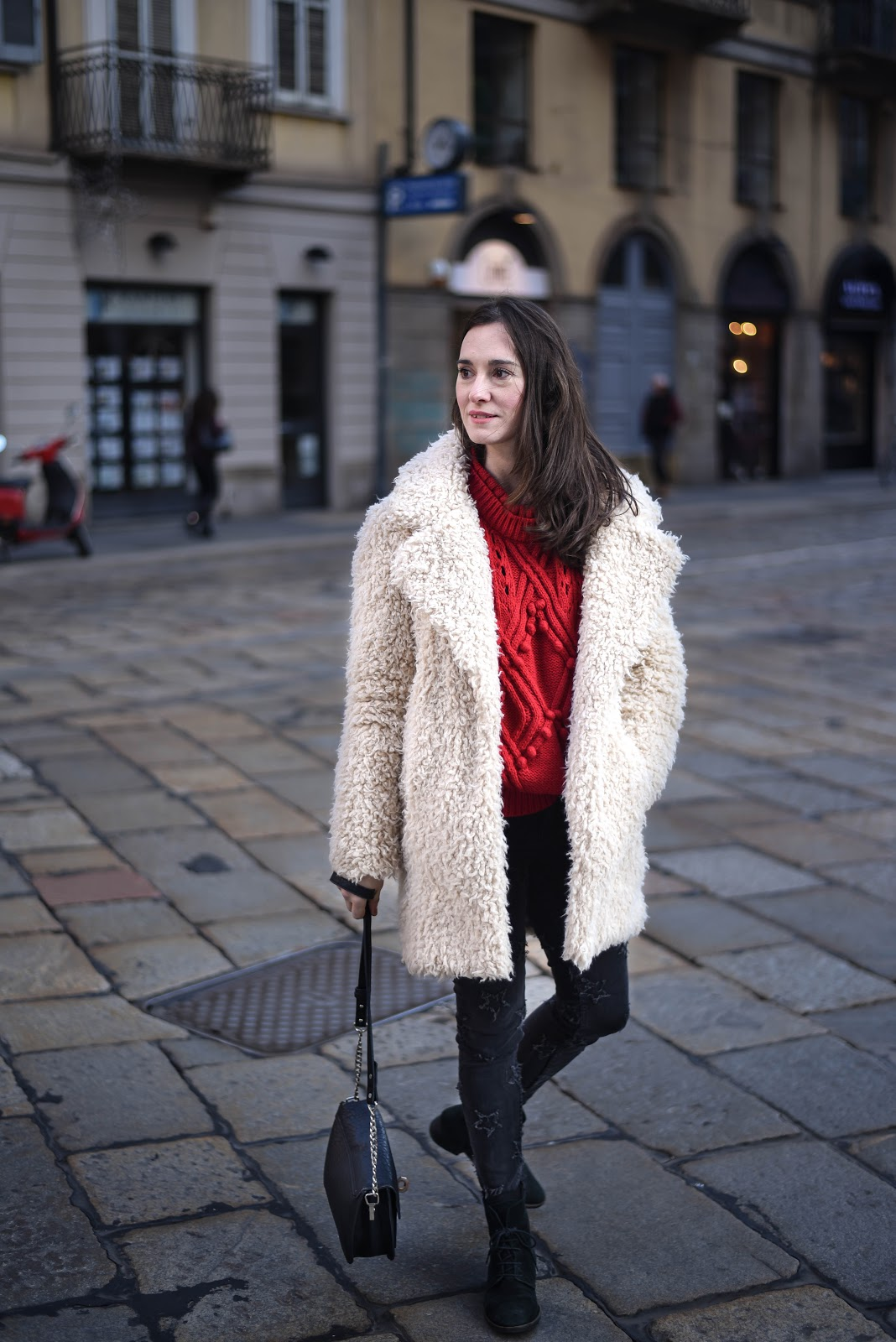 red_knit_fur_white_coat_look
