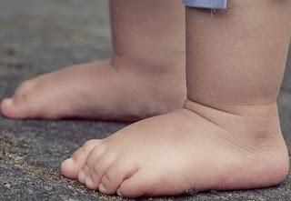 Criança de três anos morre após ser atingida por televisão no interior da PB