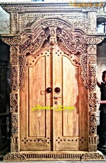 Pintu Gapura ukir Tempel