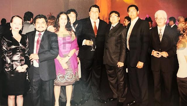 Alan García junto a funcionarios del ministerio de Transportes y Comunicaciones a cargo del Metro de Lima