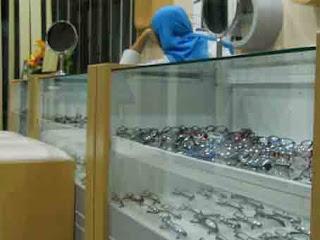 Lowongan Kerja Bandung (Menjaga stand Kacamata di Mall)