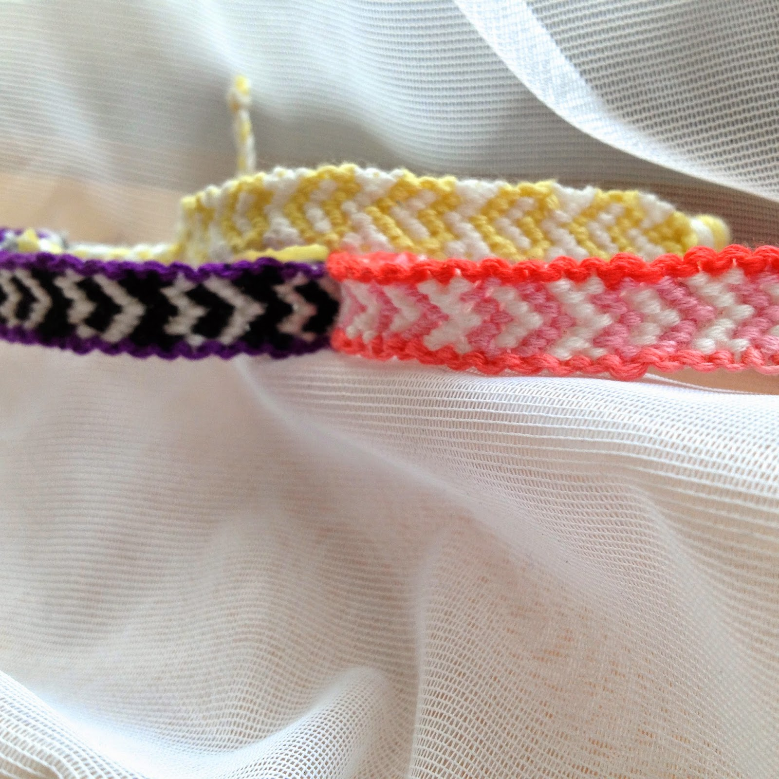 Bordered Heart Friendship Bracelet Tutorial (Life as a Petite)