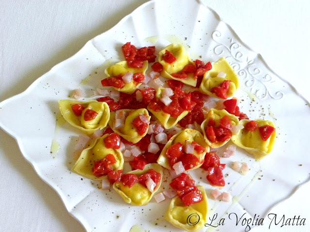 Tortelloni agli agrumi con tartare di pesce spada e pomodorini