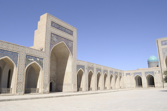 things to see and do in Bukhara Uzbekistan Kalyan mosque