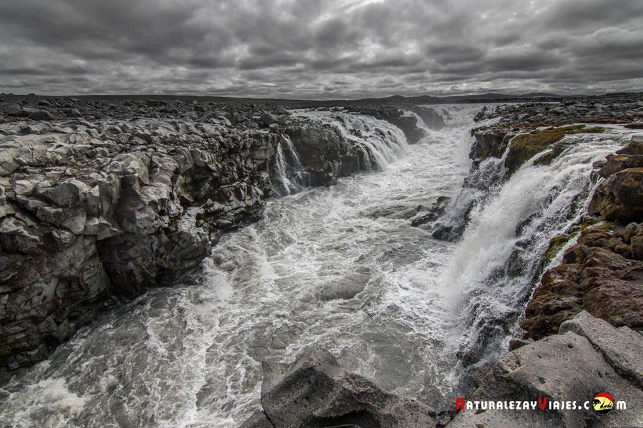Cascada Gljúfrasmidur, Islandia