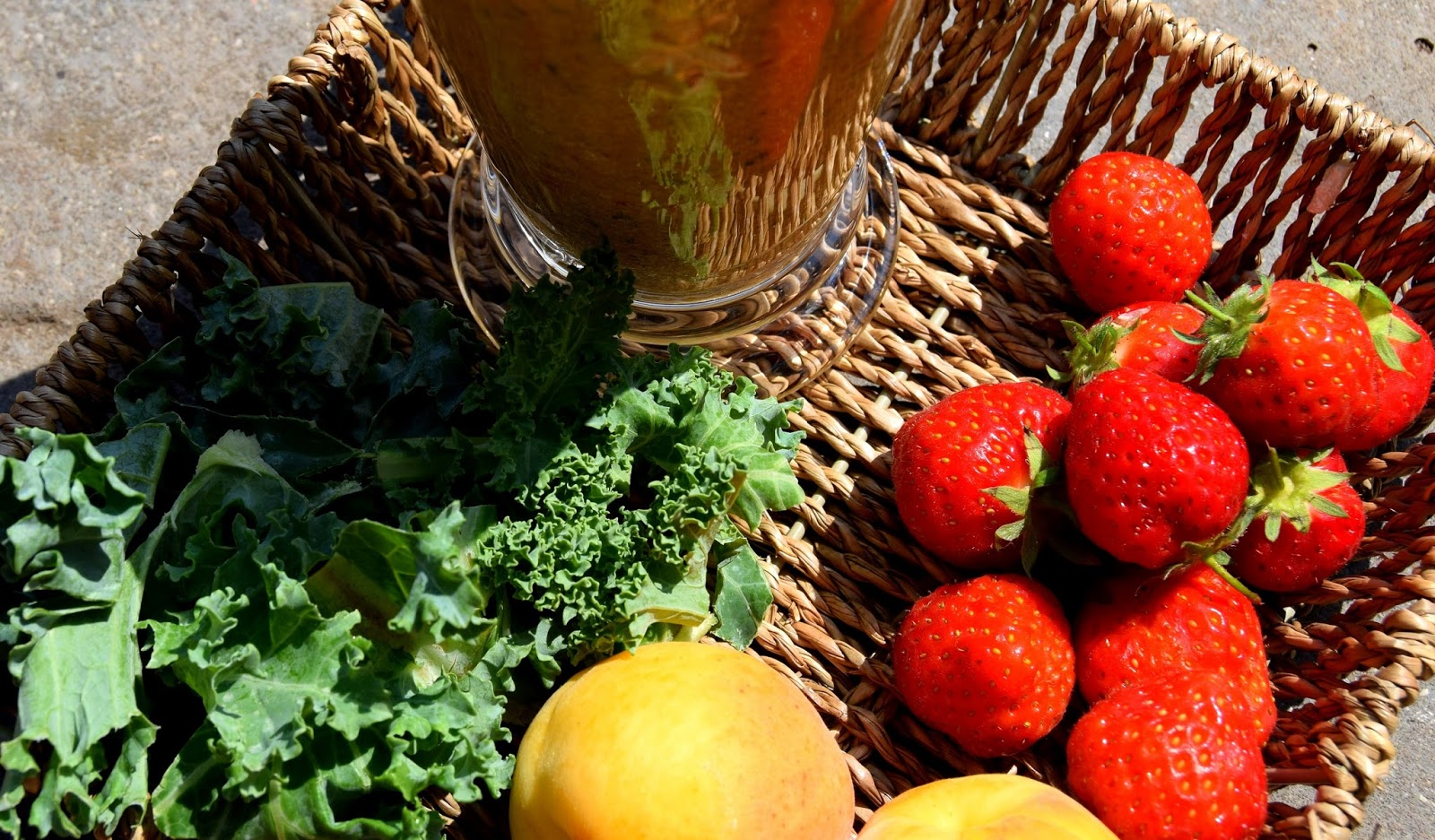 Apricot, Strawberries And Kale Smoothie