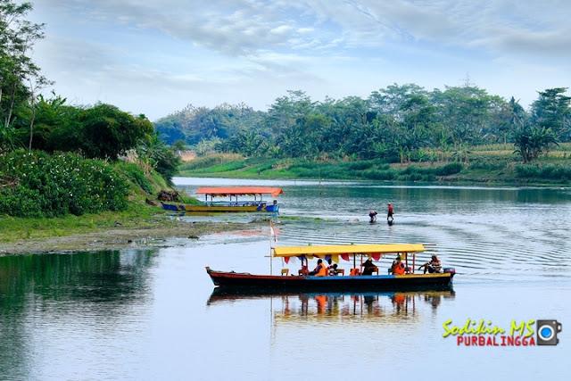 Foto Wisata Naik Perahu