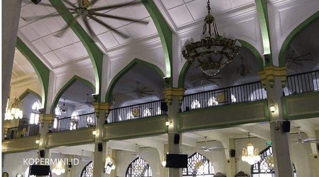sisi dalam masjid sultan singapura