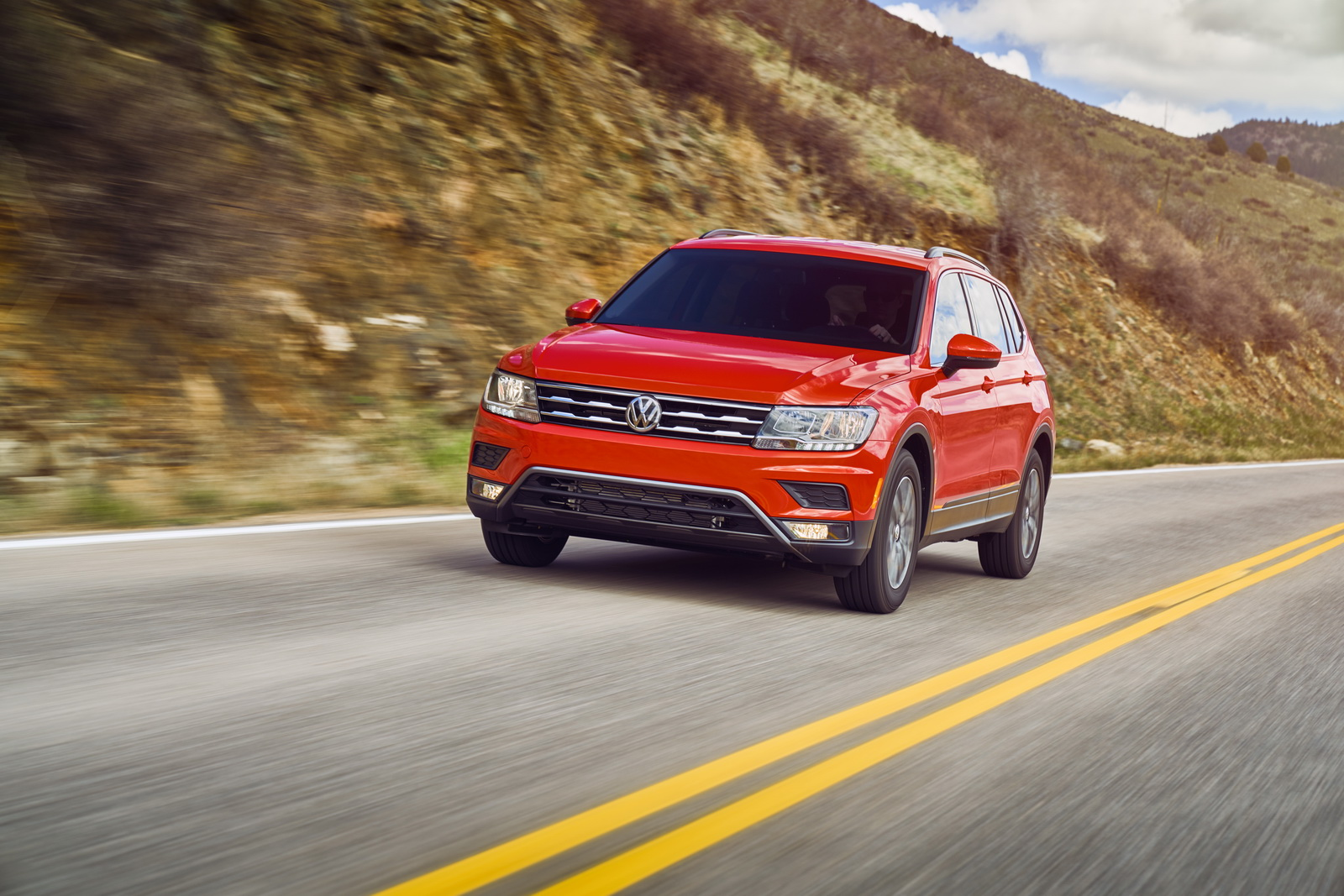 vw prices all new 2018 tiguan from 25 345 in the u s carscoops. Black Bedroom Furniture Sets. Home Design Ideas