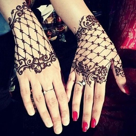 21 stunning lace glove mehendi designs bling sparkle for Lace glove tattoo