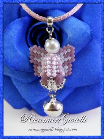 Angelo realizzato in tessitura di perline con le tecniche peyote ed herringbone