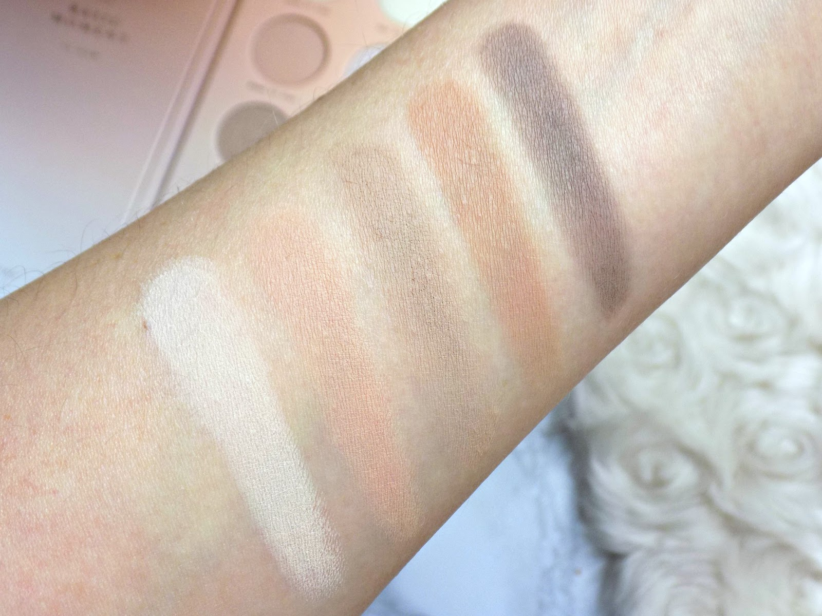 Zoeva Basic Moment Eyeshadow Palette swatches