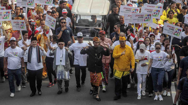 Gaya Ma'ruf Amin yang Kekinian di Kampanye Damai: Kacamata Cokelat dan Sepatu Kets Hitam