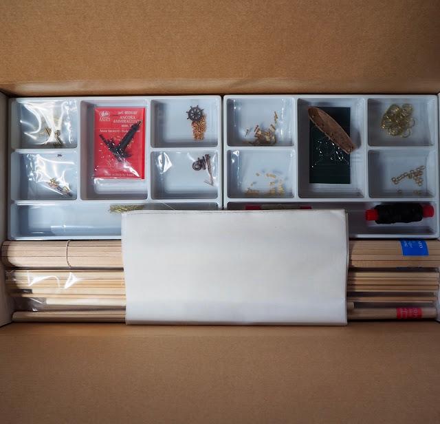 Unboxing QShip Hunter Amati e materiali all'interno della scatola