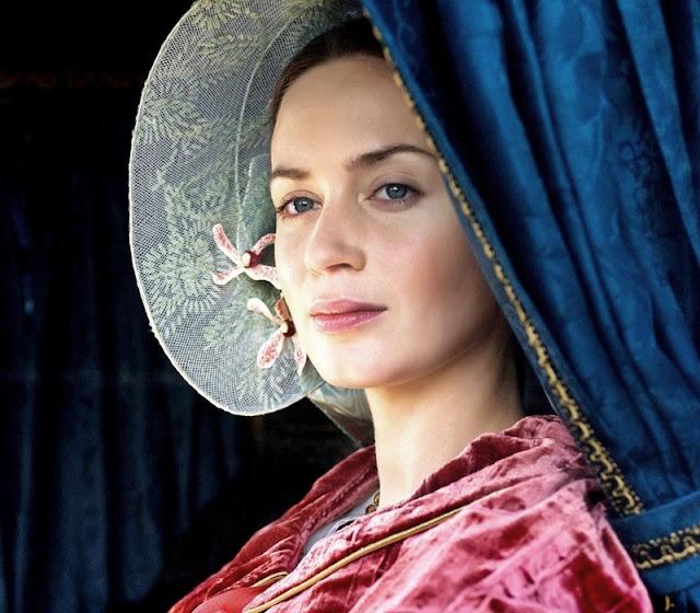 Emily Blunt como Rainha Vitória