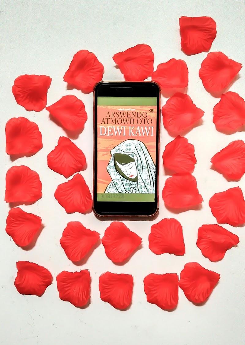 Ulasan Buku Dewi Kawi Karya Arswendo Atmowiloto