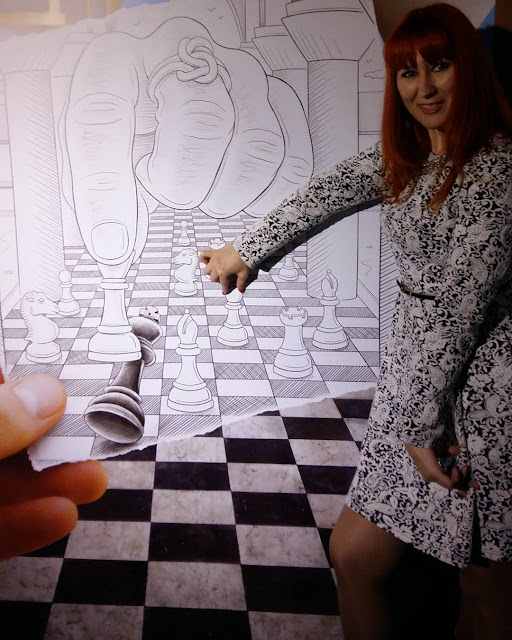 Ben Heine Art Exhibitions in Russia - Бен Хайне Россия - Pencil Vs Camera - Карандаш против камеры 2015 - Ben Heine photos from Fans