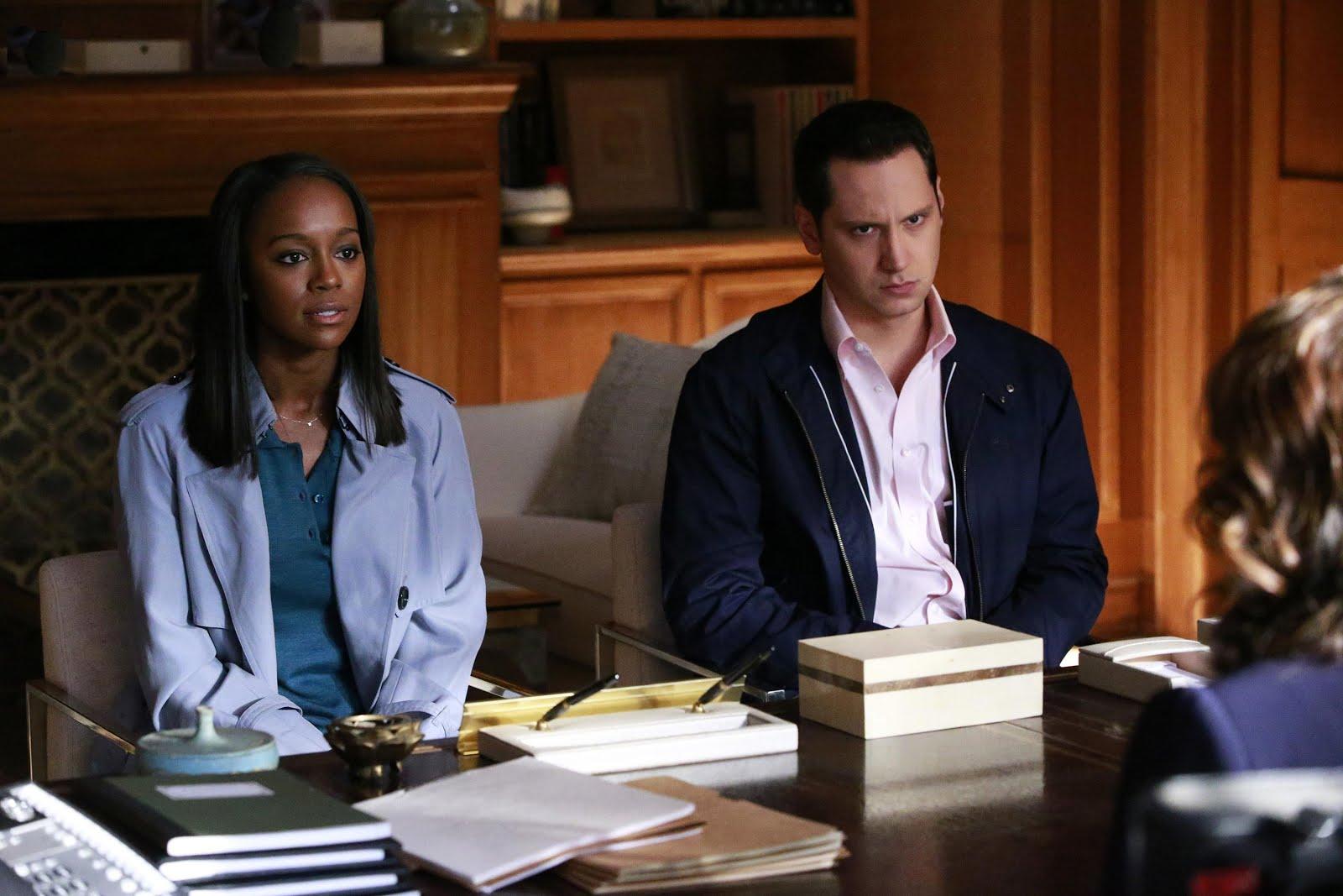 Michaela y Asher en el despacho de Soraya en el 3x11 de HTGAWM