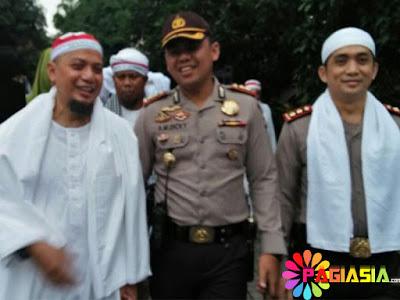 Kapolresta Cirebon Ditunjuk Ustaz Arifin Ilham Menjadi Muazin saat Salat Jumat Aksi 2 Desember